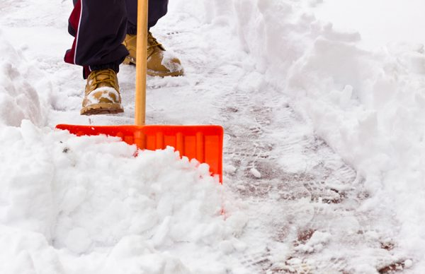 Elite_Wellness_Shoveling_Snow